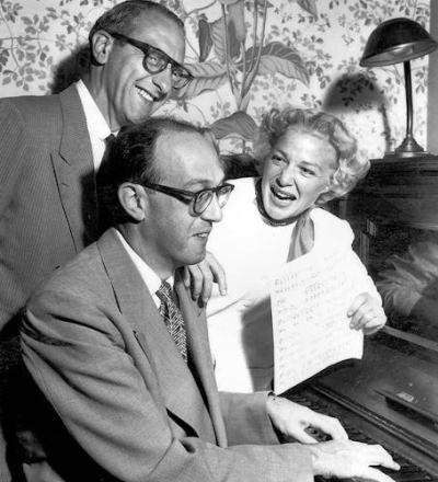 Ray Evans y Jay Livingston (on piano)