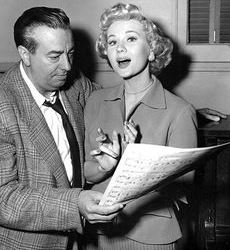 Ray Heindorf y Virginia Mayo