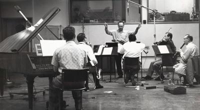 David Raksin durante los ensayos (1953)