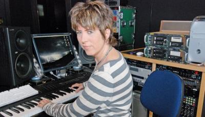 Diane Warren en su estudio de grabacion